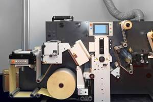 Digital converting machine for the industrial printing of labels
